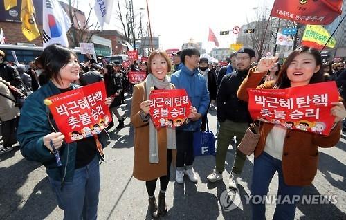韩各界就朴槿惠遭弹劾立场不一 - 4