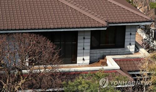 """朴槿惠对""""不服法""""质疑保持沉默 下台仍惹议"""