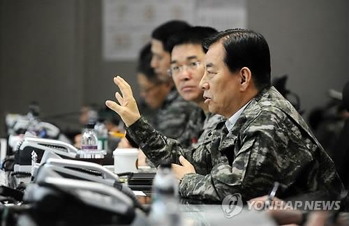 韩防长参观韩美联合军演