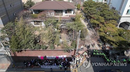 朴槿惠方面不愿多谈检方传讯日期