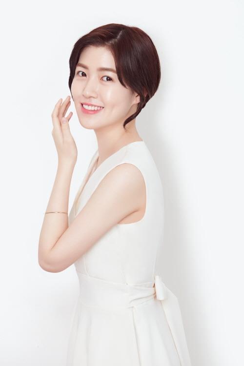 演员沈恩敬代言韩国化妆品品牌谜尚