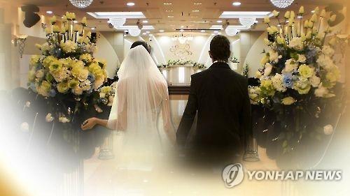 """调查:韩年轻人晚婚理由多为""""收入低"""""""
