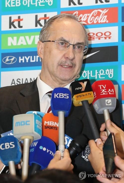 韩男足主帅率队赴华:客场力争全取三分