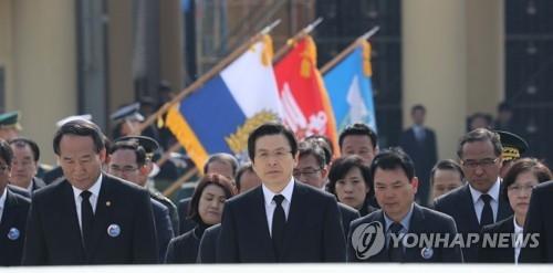 韩代总统:望军队加固防御严惩朝鲜挑衅