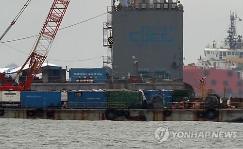"""韩""""世越""""号沉船已被捞至靠岸所需高度"""