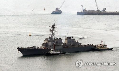 """美军""""巴里""""号驱逐舰驶入釜山港"""