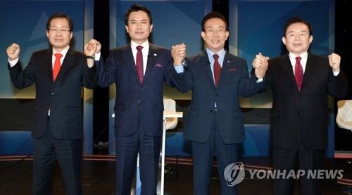 资料图片:左一为党内选情一马当先的洪准杓(韩联社)