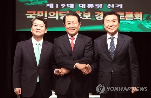 资料图片:左一为党内选情领先的安哲秀(韩联社)