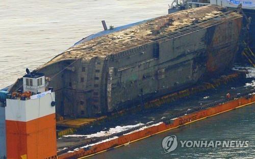 韩沉船船体调查委:寻找遇难者遗体为当务之急