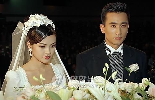 车仁表(右)与申爱罗婚礼(韩联社)