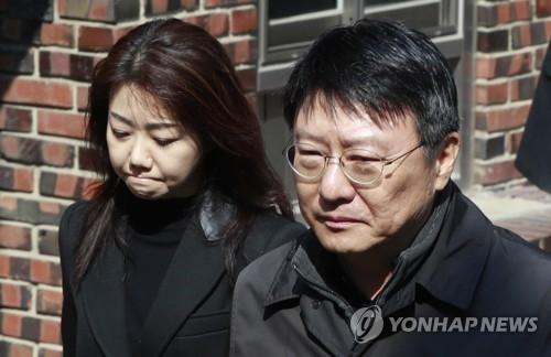 朴槿惠出庭受审前与胞弟泣泪相聚