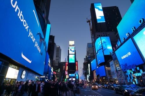 三星Galaxy S8广告亮相 纽约时代广场变海洋
