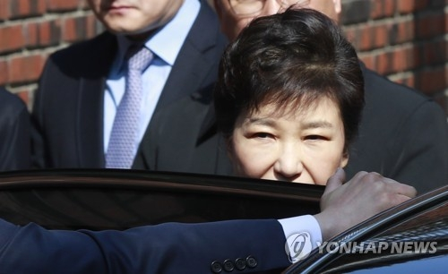 朴槿惠从受审到遭收押度过人生最漫长一日