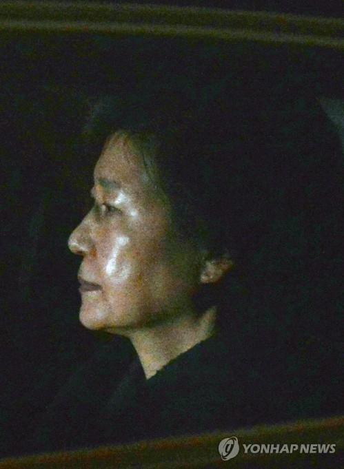 朴槿惠从受审到遭收押度过人生最漫长一日 - 7