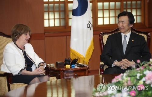 韩外长与国际刑事法院长商讨朝鲜人权问题