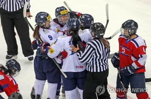 女子冰球世锦赛:韩国3比0大胜朝鲜