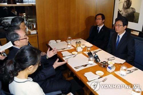 韩总统候选人刘承旼会武大伟就萨德入韩交换意见