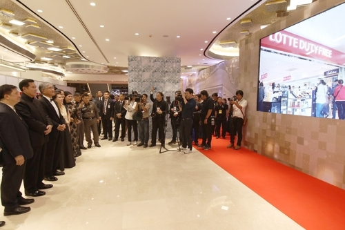 4月10日,在曼谷,乐天举行曼谷店项目说明会。(韩联社)