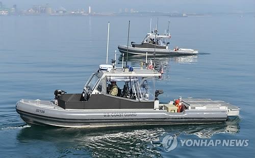 韩联参议长和韩美联军司令参观后勤联演