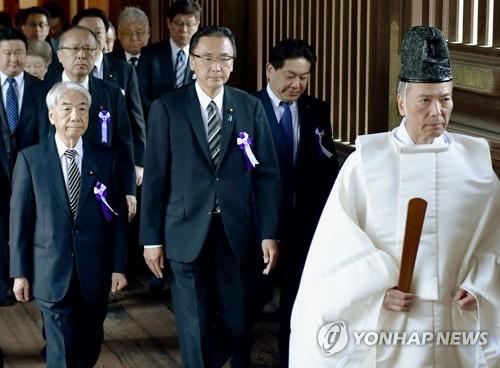 韩政府对日首相祭靖国神社议员参拜表遗憾