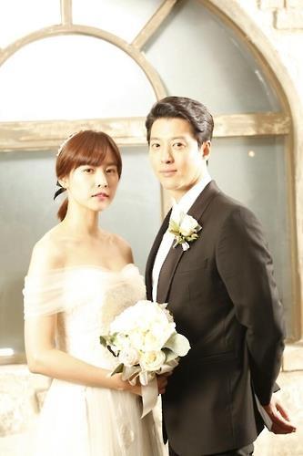 演员李东健(右)和赵允熙 (韩联社/KBS第二频道提供)