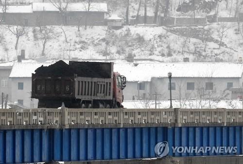 中国2月起全面叫停进口朝鲜煤炭。(韩联社)