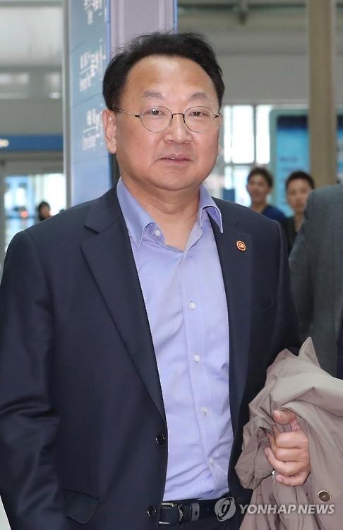 韩国经济副总理兼企划财政部长官柳一镐(韩联社)