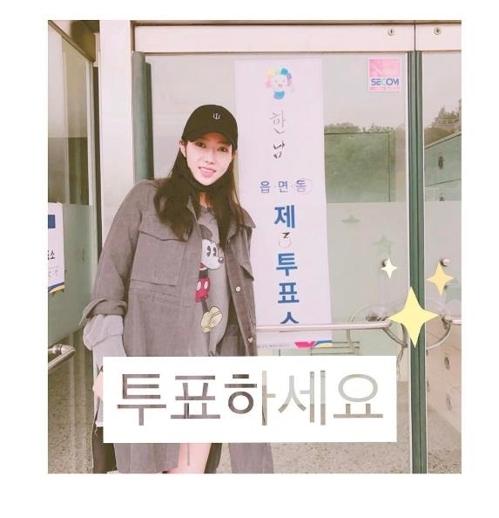 演员林秀香在Instagram晒出投票照。