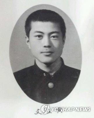 学生时代的文在寅(韩联社/竞选班底提供)
