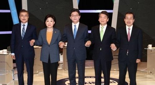 资料图片:左起依次是文在寅、沈相奵、刘承旼、安哲秀、洪准杓。(韩联社)