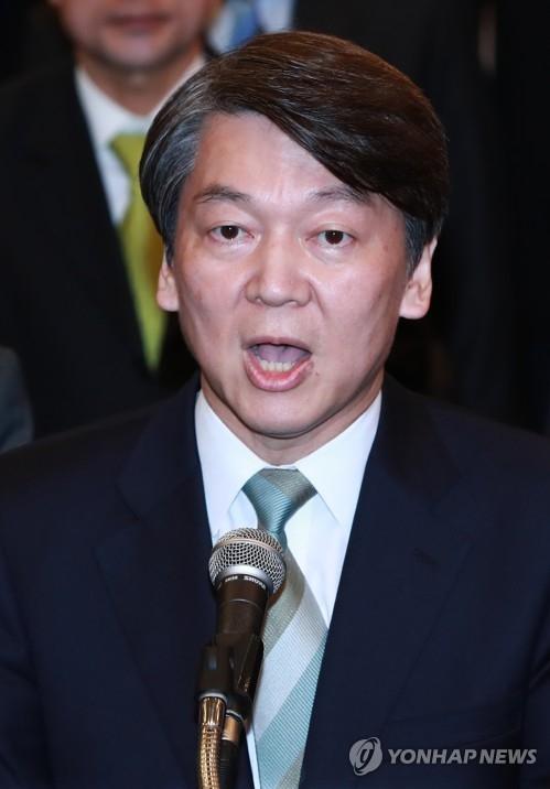 5月9日,在国会宪政纪念馆,国民之党籍总统候选人安哲秀就初现轮廓的大选结果表态。(韩联社)