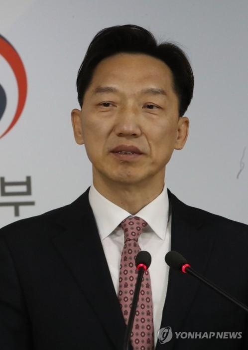 资料图片:统一部发言人李德行(韩联社)