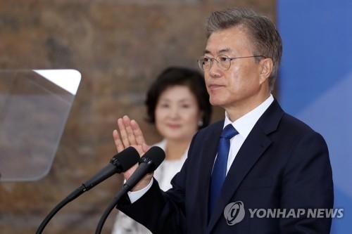 5月10日,在国会,新任总统文在寅宣誓就职。(韩联社)