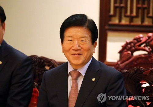 """资料图片:韩方""""一带一路""""论坛代表团团长、共同民主党议员朴炳锡(韩联社)"""