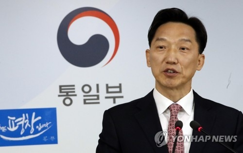 资料图片:韩国统一部发言人李德行(韩联社)