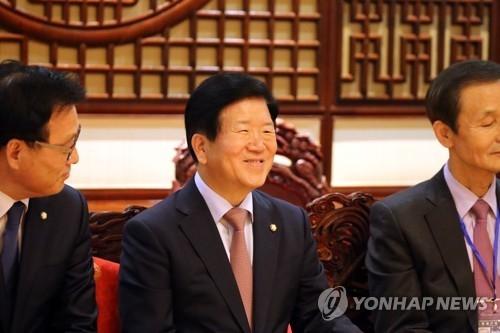韩国政府代表团团长朴炳锡(中) (韩联社)