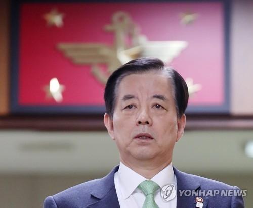 资料图片:韩国国防部长官韩民求(韩联社)