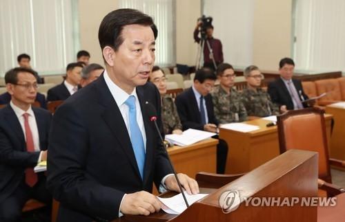 韩国国防部长官韩民求16日下午在国会国防委员会做报告。(韩联社)