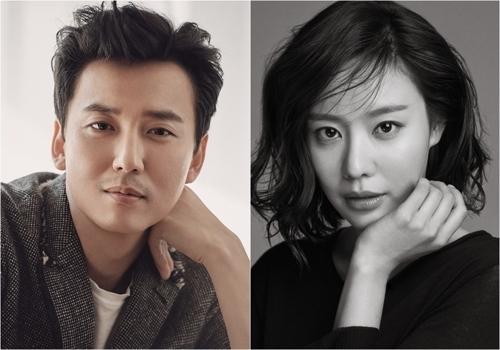 演员金南佶(左)和金亚中