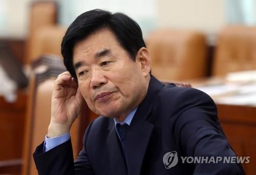 资料图片:担任国政企划委委员长的共同民主党金振杓。(韩联社)