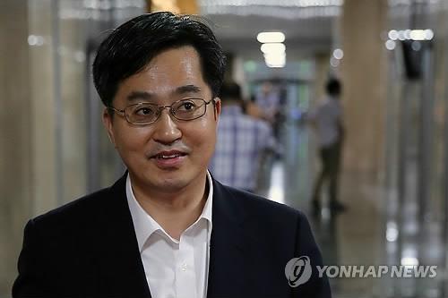 资料图片:韩国亚洲大学校长金东兖(韩联社)