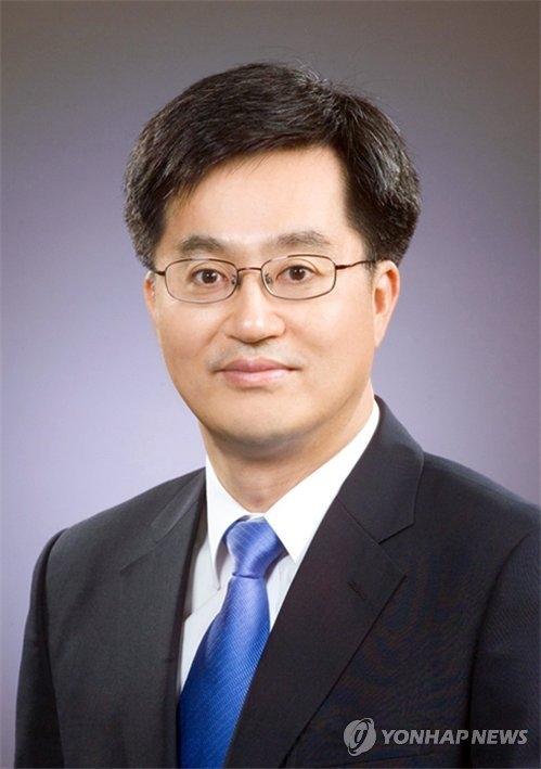 资料图片:金东兖(韩联社)