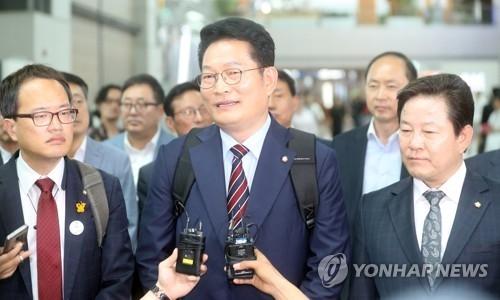 韩国总统特使宋永吉启程访俄。(韩联社)