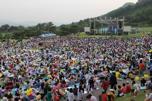 """资料图片:图为去年""""瑞源谷慈善绿色音乐会""""现场照 (韩联社)"""