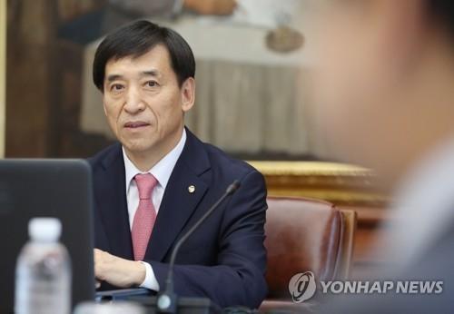 资料图片:5月25日,在韩国央行,行长李柱烈出席金融货币委员会会议并进行发言。(韩联社)