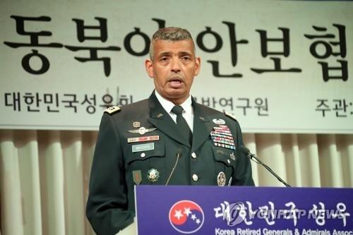 """5月25日上午,在首尔市龙山国防会议中心,驻韩美军司令文布鲁克斯出席以""""特朗普执政后东北亚安全合作方向""""为主题的研讨会。(韩联社)"""