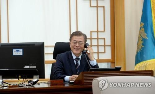 韩国总统文在寅与印尼总统佐科维通电话 - 1