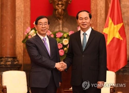 韩总统特使朴元淳拜会越南国家主席陈大光