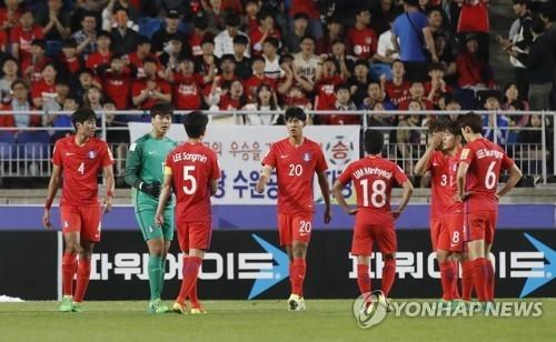 下半场第11分钟,英格兰率先破门,韩国队员一脸遗憾。(韩联社)