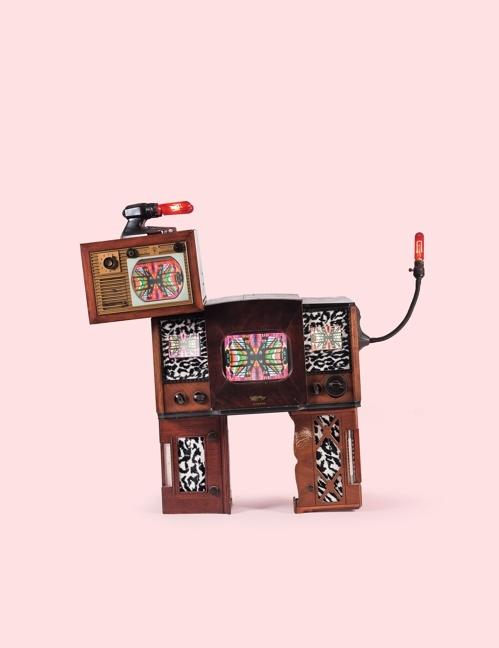 影像艺术家白南准作品《雄鹿(Stag)》(韩联社/首尔拍卖提供)